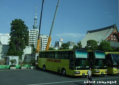 はとバス at 浅草寺の駐車場