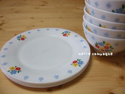 花柄ミルクガラスのお皿とボウル